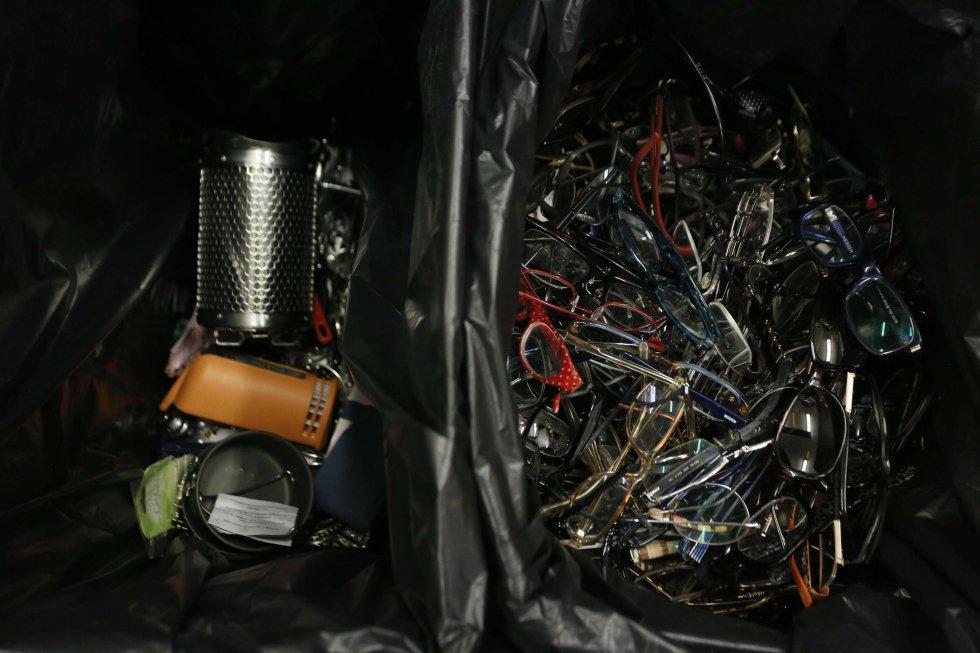 Fotos los objetos perdidos de madrid madrid el pa s for Oficina objetos perdidos madrid
