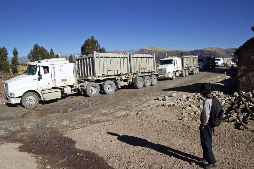 a6ac7dc8 Desde que los camiones de Las Bambas comenzaron a inundar Cotabambas de  polvo, la población