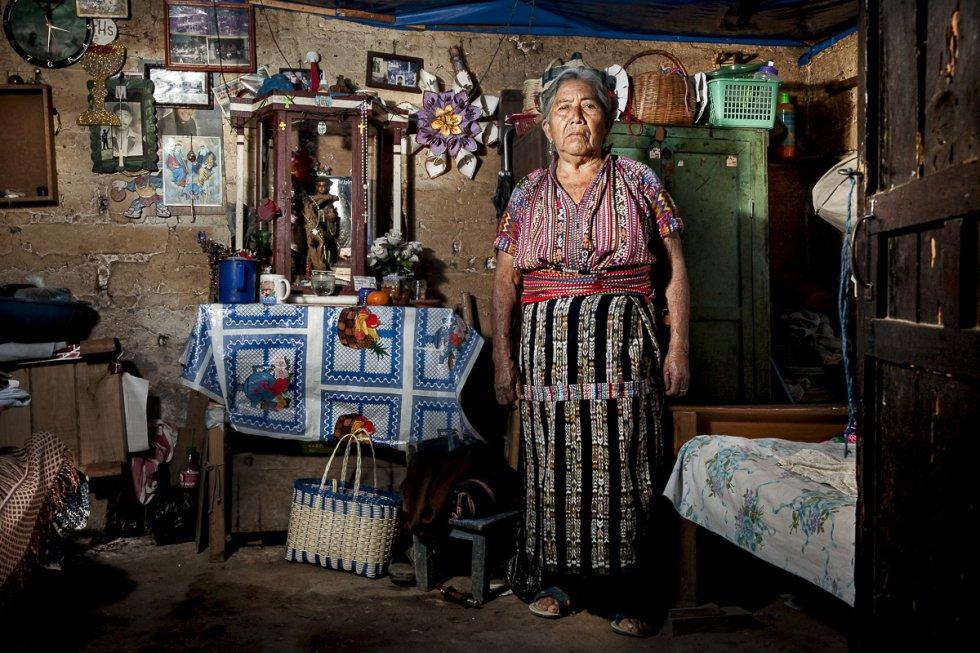 """María, de 74 años, también fue víctima del conflicto armado. """"Mi cuñado se escondía en el monte junto a otros compañeros para evitar ser arrestados en las batidas del ejército. Una noche, nunca volvió""""."""