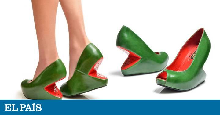 1b8671e78b0 El israelí que calza con sandías los pies de las mujeres