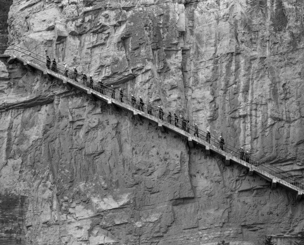 Fotos el viaje por el planeta tierra de ram n zabalza for Ediciones asimetricas