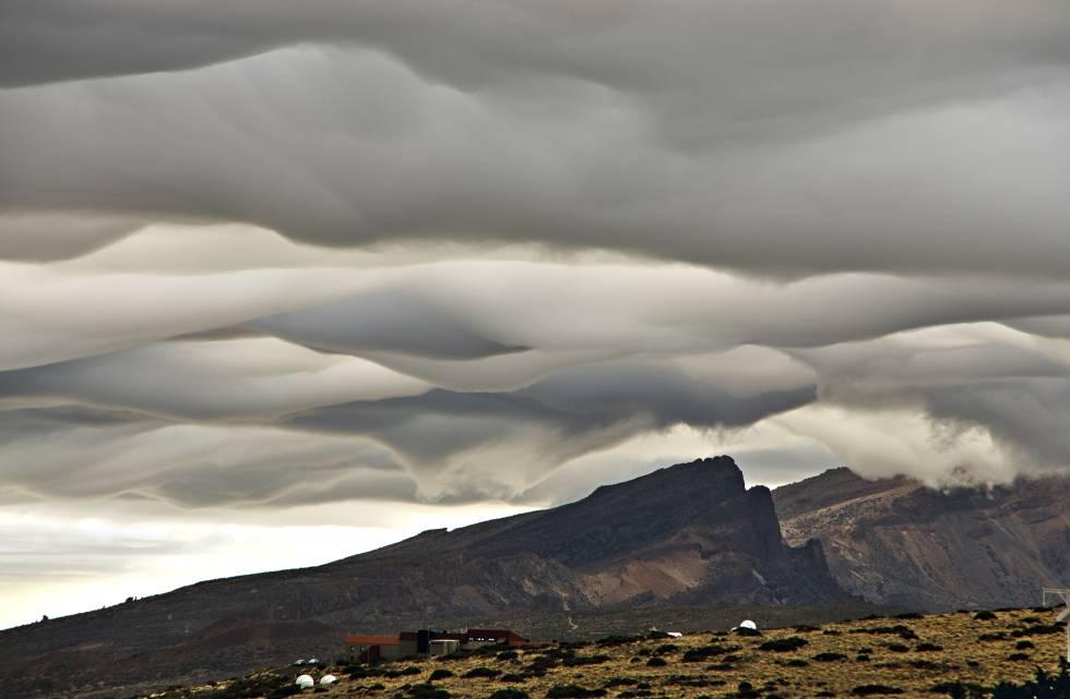 ¿Por qué las nubes flotan si el agua pesa más que el aire?