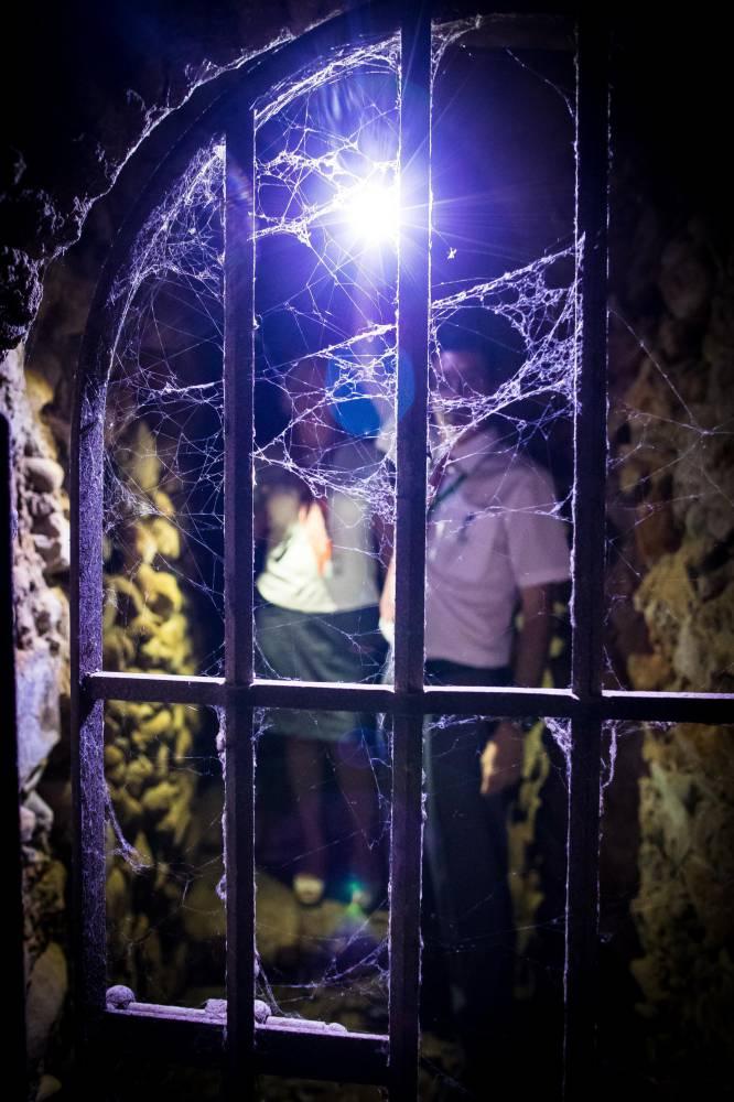 Las rejas impiden hoy a los visitantes el acceso a los subterráneos.