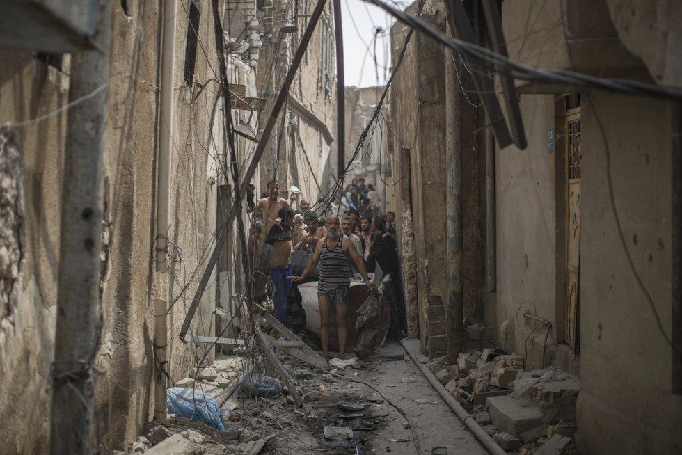 Para hacer frente a la amenaza de las mujeres kamikazes, las fuerzas iraquíes han ordenado a los civiles que se quiten parte de la ropa que llevan antes de acercarse a los puestos de control.