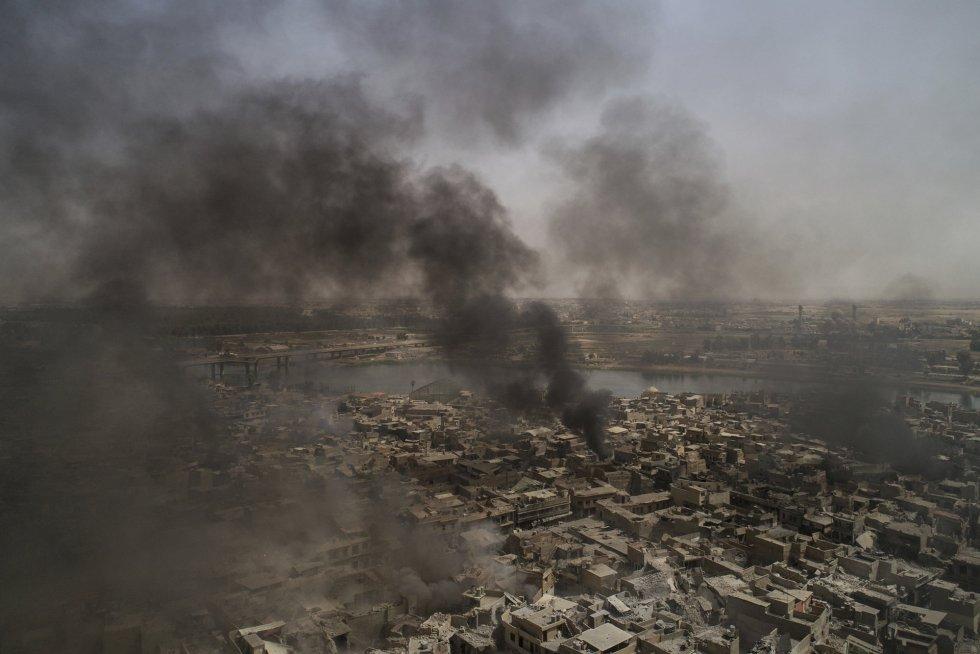 """Los dirigentes militares y políticos iraquíes han asegurado en los pasados días que la ciudad de Mosul será """"liberada"""" de los yihadistas en breve, después de tres años bajo el yugo del EI, que la ocupó a comienzos de junio de 2014."""