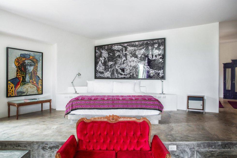 El temido narcotraficante, fundador del cartel de Medellín, tenía debilidad por las grandes mansiones. Tras su muerte, en diciembre de 1993, la vivienda estuvo deshabitada durante una década. Malca se enamoró de Tulum y decidió adquirirla en 2012. La villa tiene varias piscinas y un acceso privado a la playa.