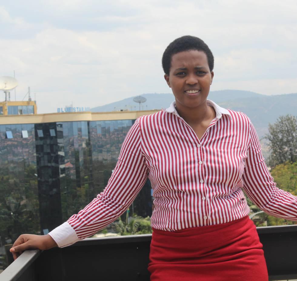 Marie Claire Murekatete ha sido galardonada con el premio  Agente de Cambio del Instituto Anita Borg , una organización sin ánimo de lucro que trata de promover el avance de las mujeres en el sector tecnológico. Murekatete, ingeniera de software, ha fundado una ONG llamada  Refugee Girls Need You  a través enseña cada año a 400 jóvenes de los tres campamentos de refugiados más grandes de Ruanda (Kigeme, Kiziba y Gihembe) conceptos básicos de programación, diseño web, soporte tecnológico y científico. Tras la formación involucran a las jóvenes en comunidades locales y llevan a cabo proyectos tecnológicos para tener impacto social y profesional. Murekatete también ayudó a la Unesco a lanzar el proyecto  Searching for Martha  que trata de formar 1.000 emprendedoras tecnológicas al año por todo África.