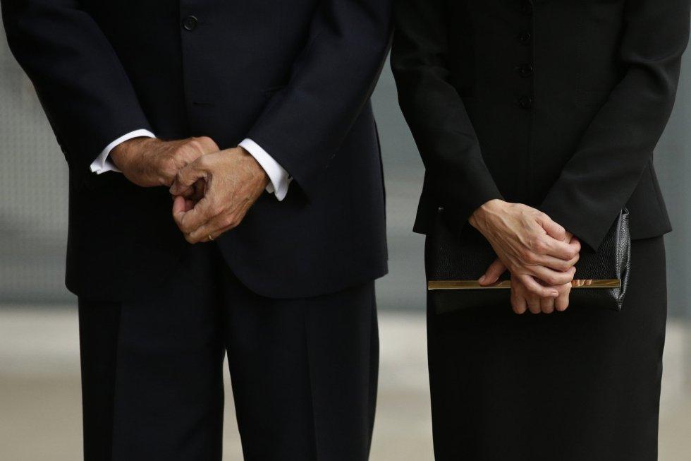 Los reyes Felipe y Letizia se reúnen en la Sagrada Familia de Barcelona para celebrar una misa solemne en honor a las víctimas de los atentados terroristas .