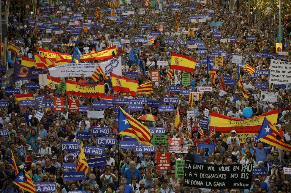 Vista de la manifestación contra el terrorismo, en el paseo de Gràcia.