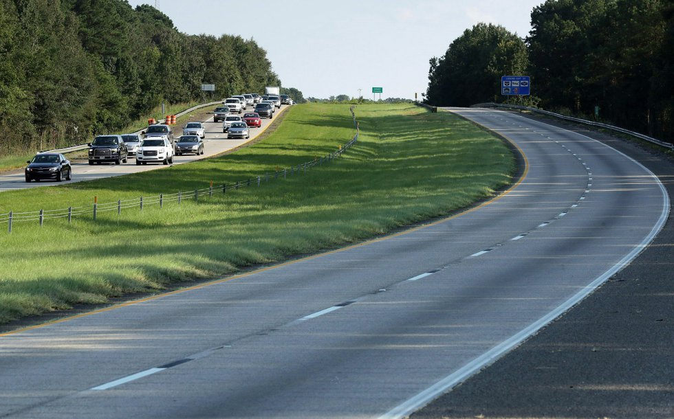 Cientos de vehículos evacuan Florida por la autopista I-95 ante la llegada del huracán, el 8 de septiembre.