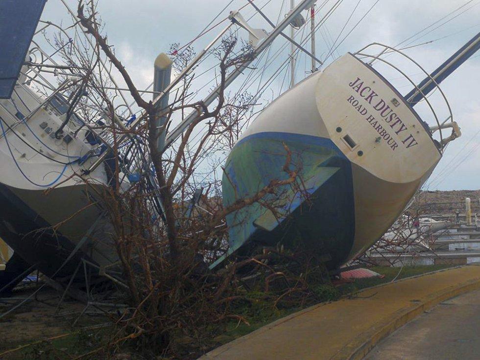 Embarcaciones arrastradas a tierra firme como consecuencia del huracán en Tortola de las islas Virgenes Británicas, el 8 de septiembre.