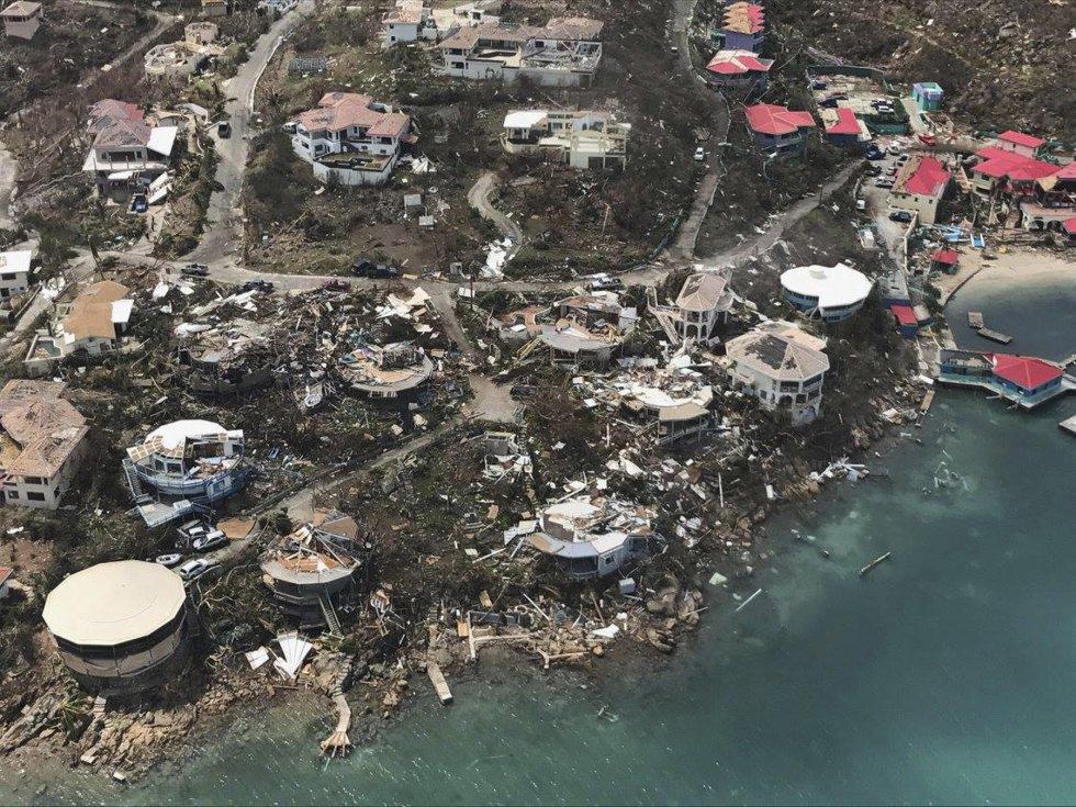 Vista aérea de los daños ocasionados por el huracán a su paso por las Islas Vírgenes de Estados Unidos, el 8 de septiembre.