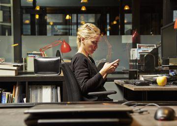 ¿Hay que prohibir el uso del 'smartphone' en reuniones laborales?