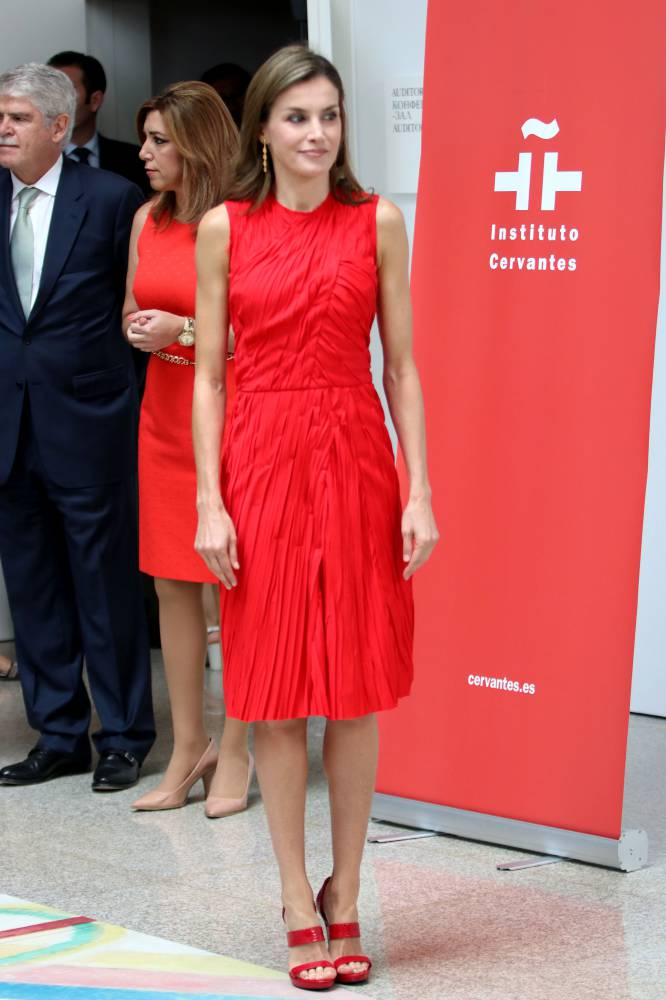 Pendientes para vestido rojo largo