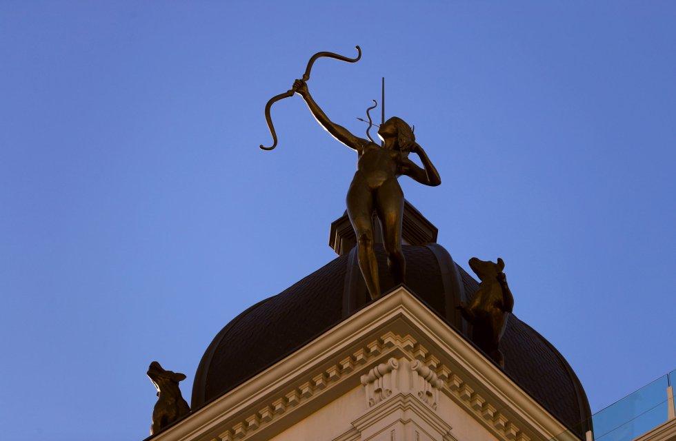 Los dioses protegen los tejados de Madrid 1508928247_717353_1508928339_album_normal
