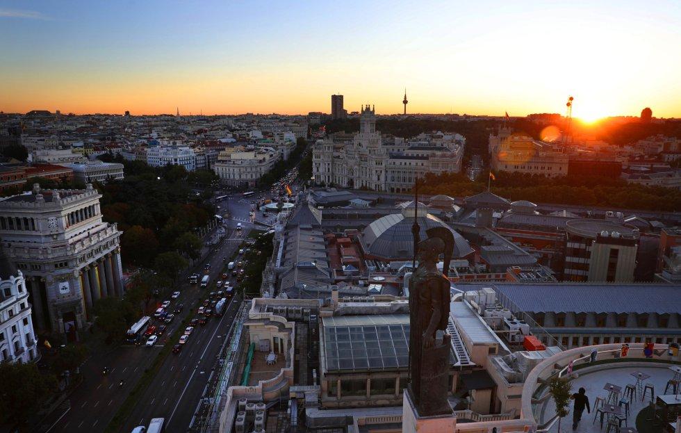 Los dioses protegen los tejados de Madrid 1508928247_717353_1508928344_album_normal