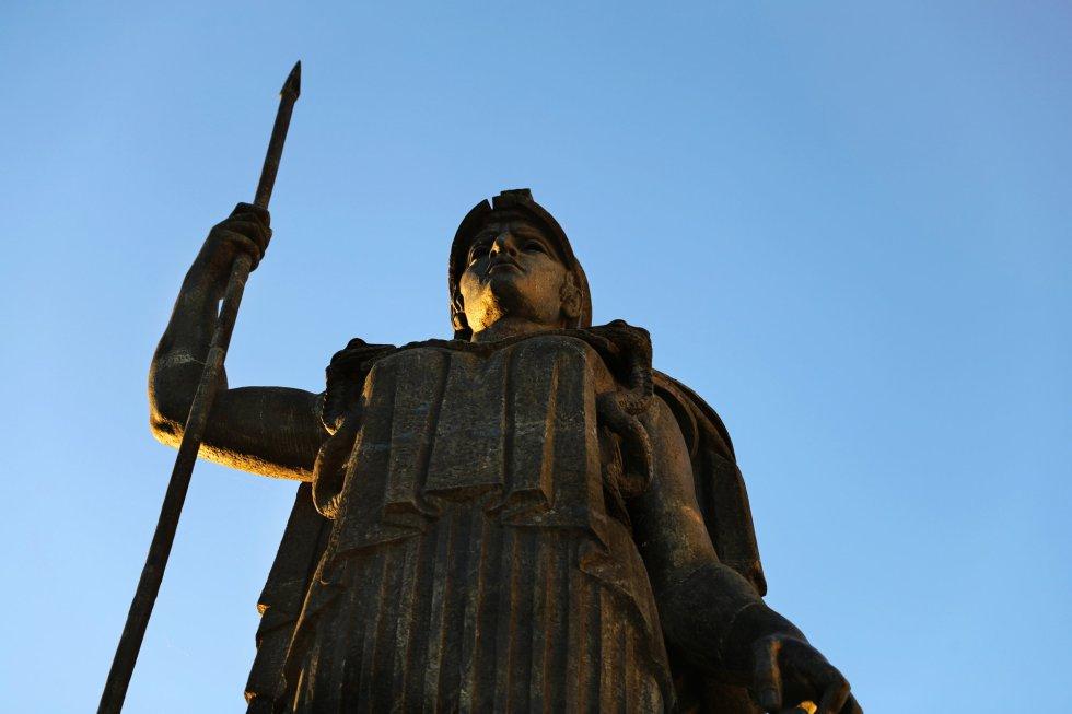 Los dioses protegen los tejados de Madrid 1508928247_717353_1508928345_album_normal