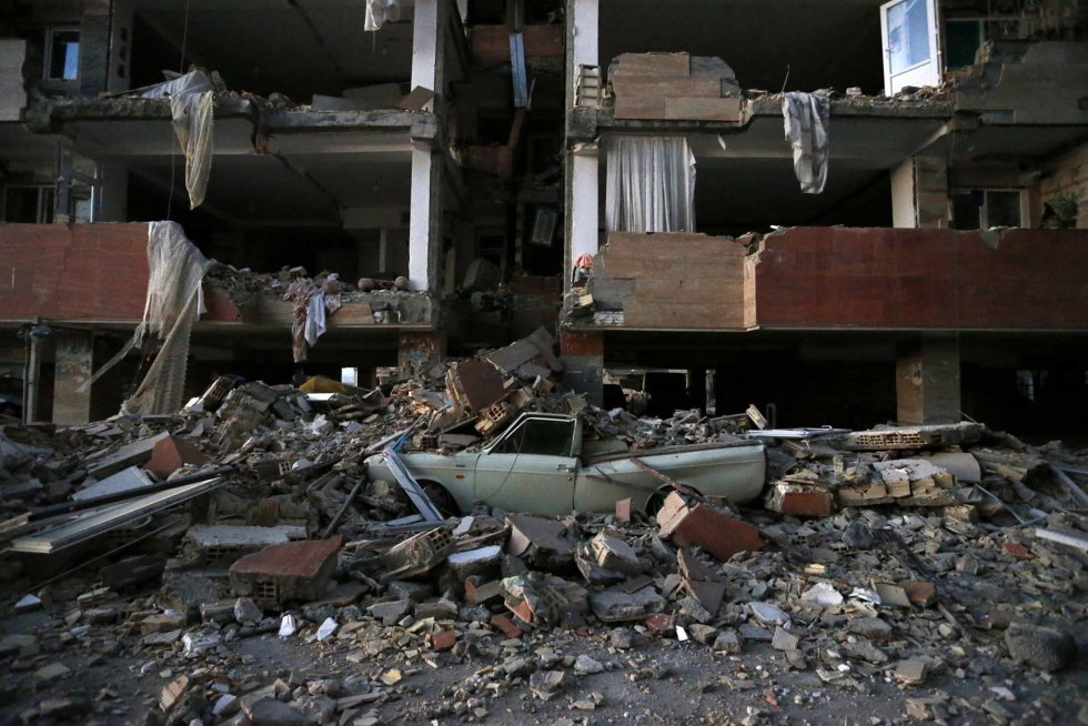 Edificio destruido tras el terremoto en la ciudad iraní de Sarpol-e-Zahab.