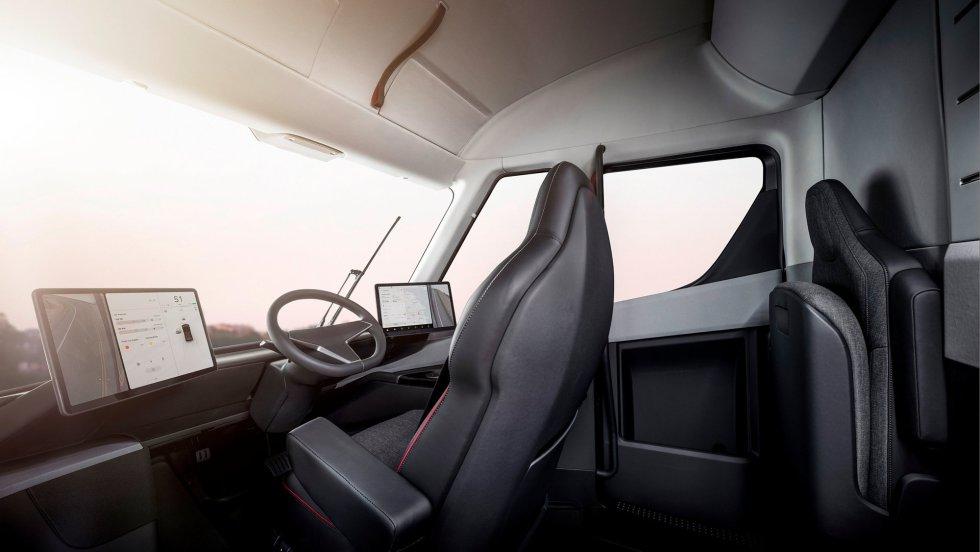 Interior del Tesla Semi, el primer camión eléctrico.