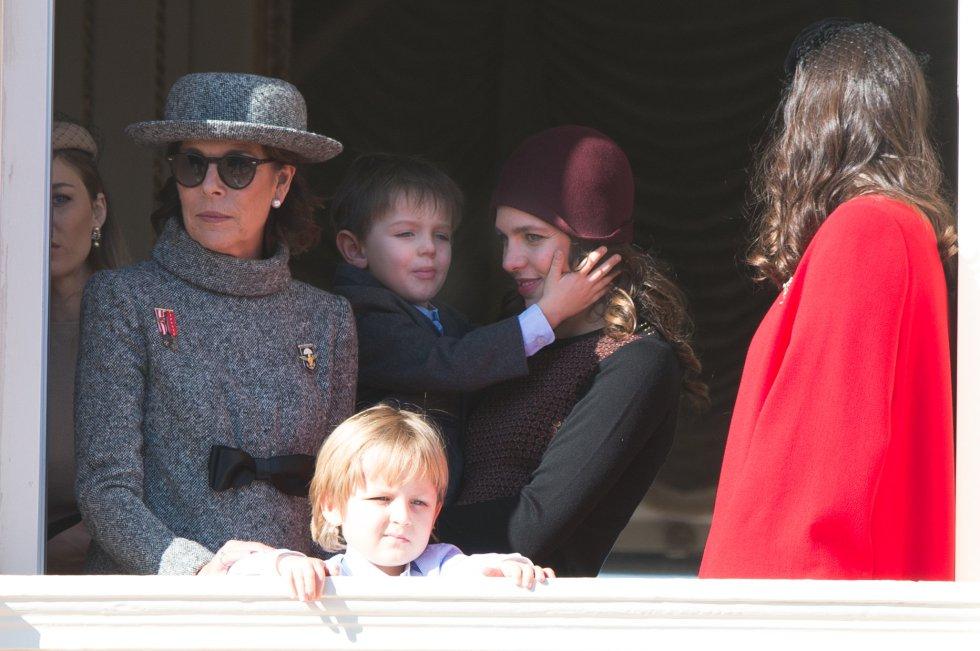 Caroline de Mónaoc, con su hija Carlota y el hijo de esta y Tatiana Santo Domingo.
