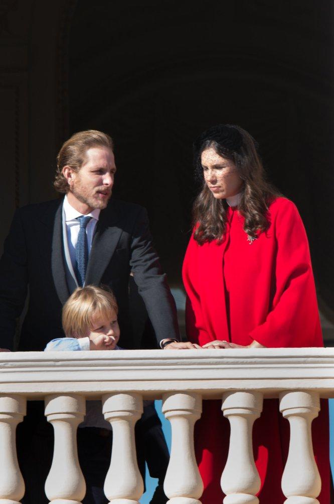 Andrea Casiraghi y su esposa Tatiana, en el balcón de palacio.