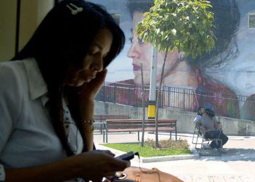 No, los pobres no se gastan el dinero en móviles