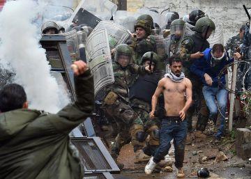 Enfrentamientos entre manifestantes y policía cerca de la embajada de EE UU en Líbano