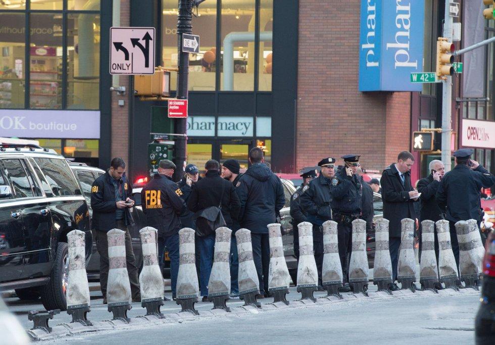 El FBI y la Policía de Nueva York investigan una explosión en la Terminal de Autobuses de la Autoridad Portuaria, cerca de Times Square.