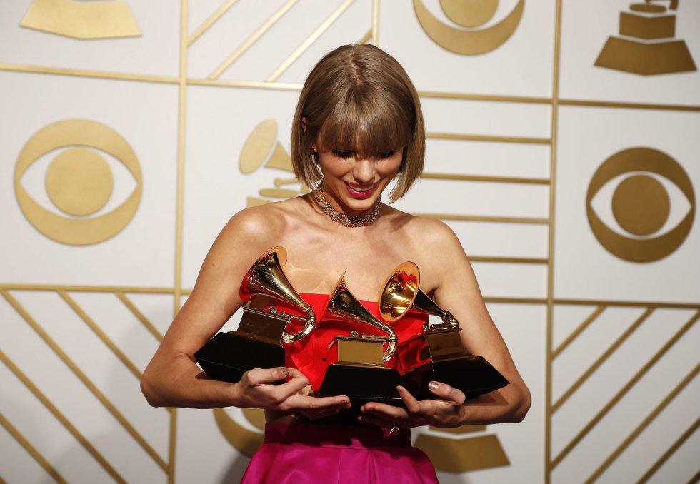 Taylor Swift ha ganado un total de 10 Grammy, y en 2016 fue una de las ganadores de la noche, al llevarse tres de los premios: mwejor videoclip por 'Bad Blood', disco pop del año y mejor disco pop vocal por '1989'.