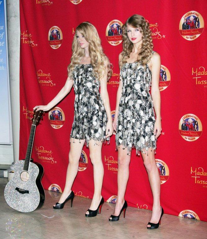 Desde octubre de 2010, una réplica de Taylor Swift se expone en el museo de cera Madame Tussauds de Nueva York, que ella misma se encargó de presentar al público.