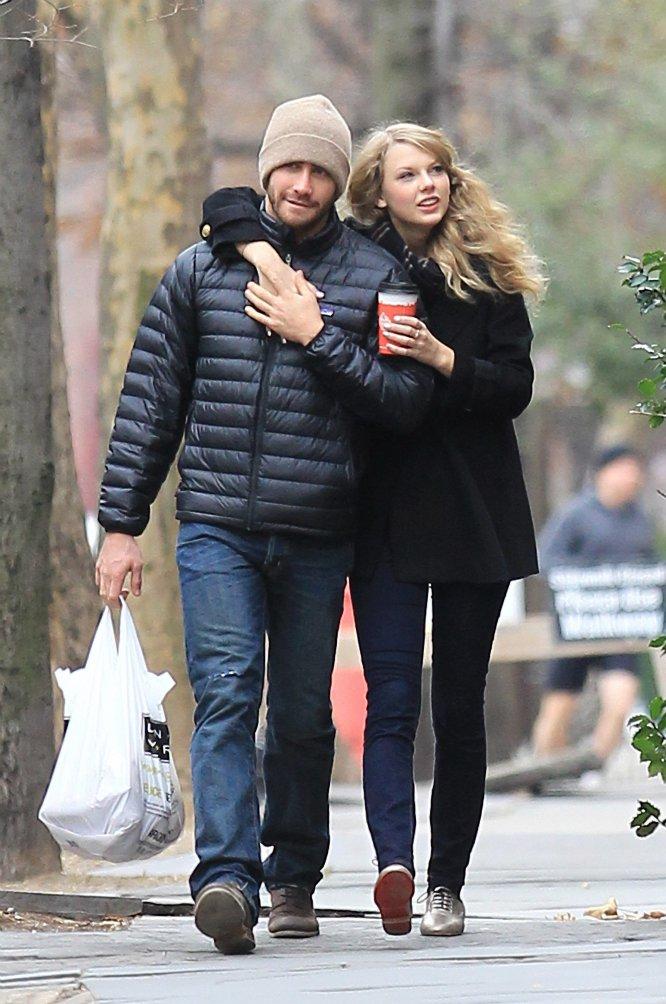 En 2010, Taylor Swift mantuvo una breve relación con el actor Jake Gyllenhaal. Se dice que sobre él y su ruptura habla la letra de la canción 'We Are Never Ever Getting Back Together', un tema lanzado en 2012 y que se convirtió en uno de los mayores éxitos de la cantante. También fue el que le dio la fama de que desde ese momento siempre habla de sus rupturas en sus canciones.