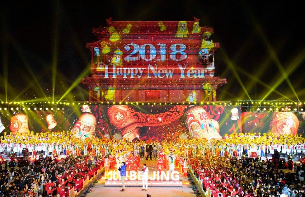 Celebración del Año Nuevo frente a la puerta Yongdingmen de Pekín (China).