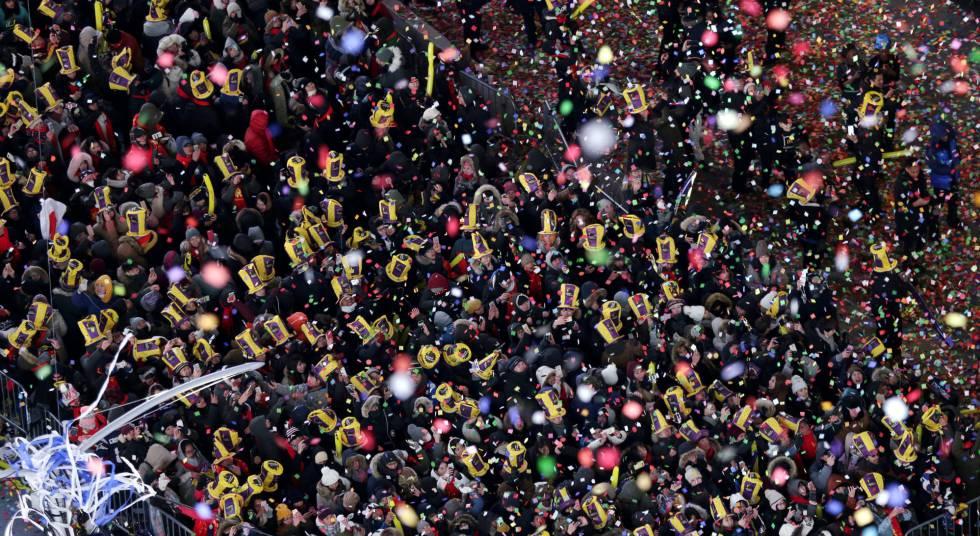 Ambiente en Times Square en Nueva York (EE UU) durante la celebración del Año Nuevo.