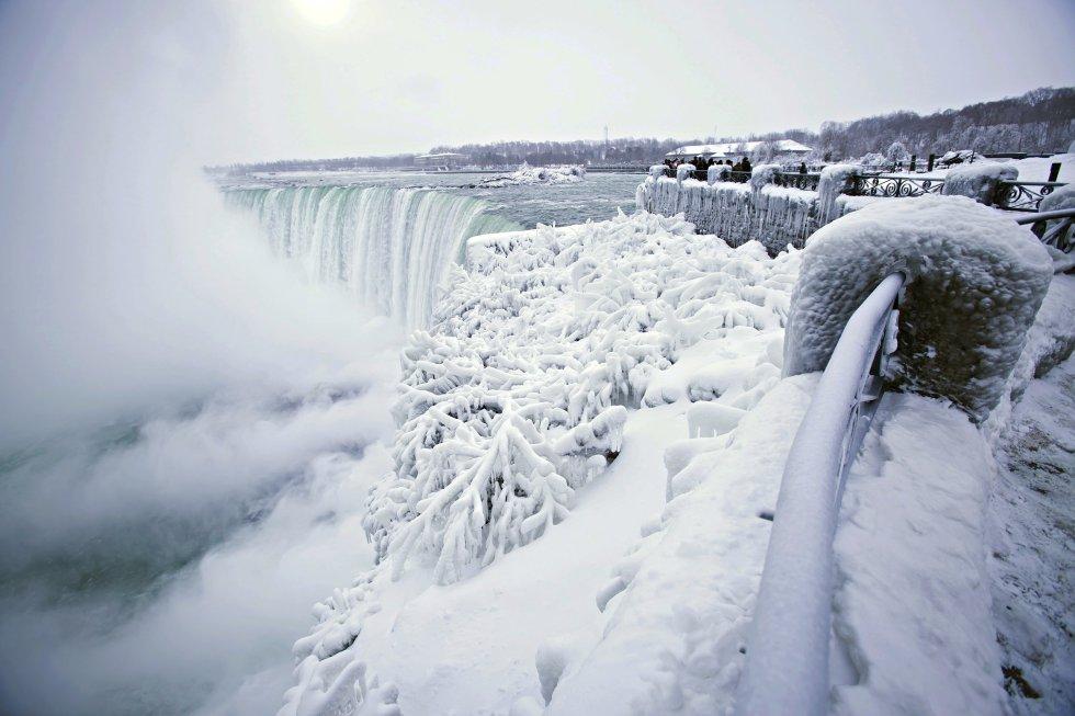 Fotos: Las cataratas del Niágara heladas por el frío extremo ...