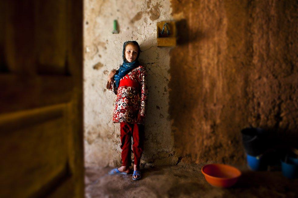 Aisha tiene siete años. Ahora va al centro de educación primaria de de Akka Nouanim, pero después de los primeros años de escolarización no tendrá posibilidad de seguir estudiando porque el colegio más próximo está en el pueblo de Imilchil a 20 kilómetros. Su aldea se suele quedar incomunicada en los meses de invierno.