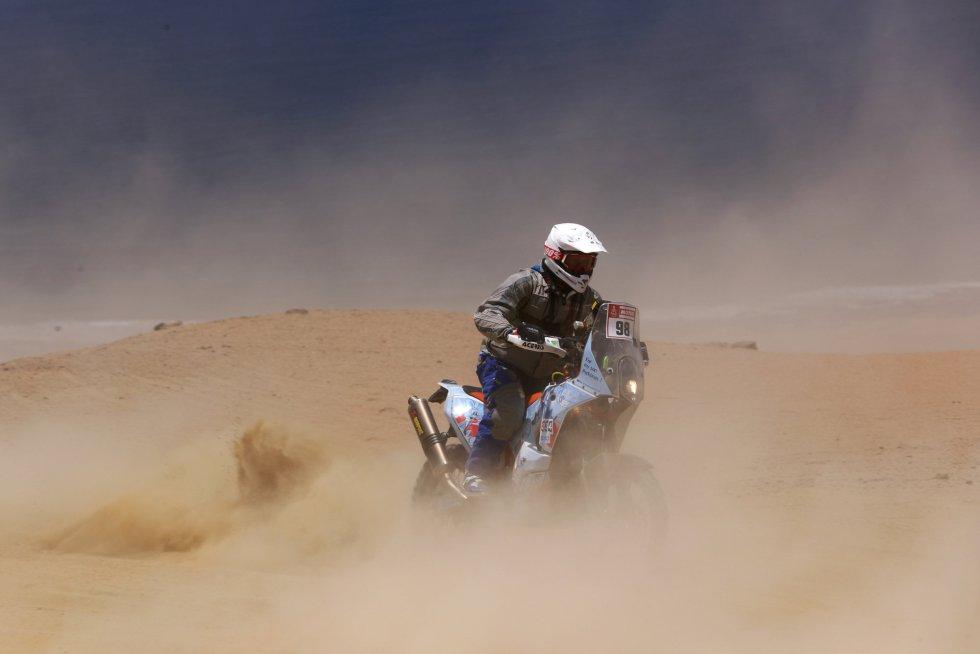 Balys Bardauskas dirige una KTM Rally Replica durante la tercera etapa del Rally Dakar 2018 entre Pisco y San Juan de Marcona, el 8 de enero.