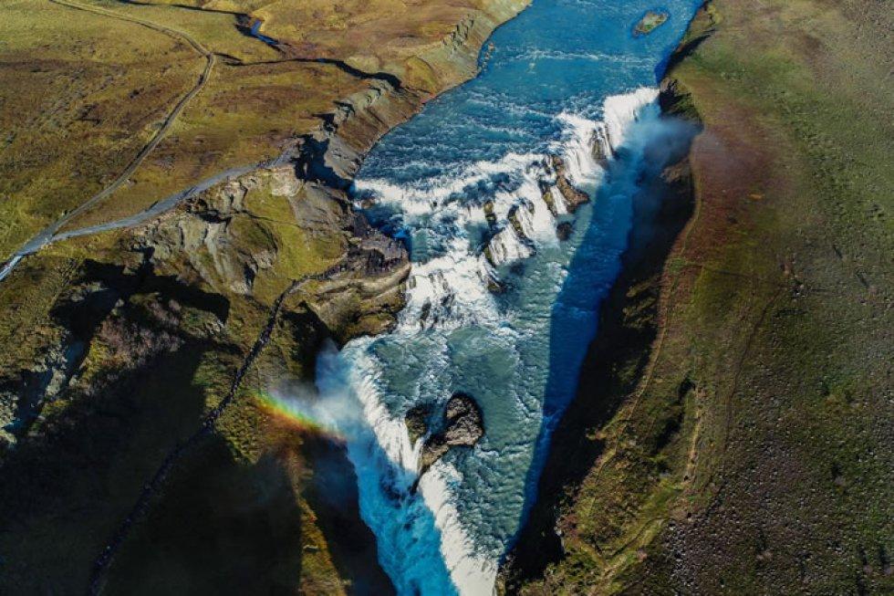 Gullfoss, la catarata más famosa de Islandia con su doble cascada.