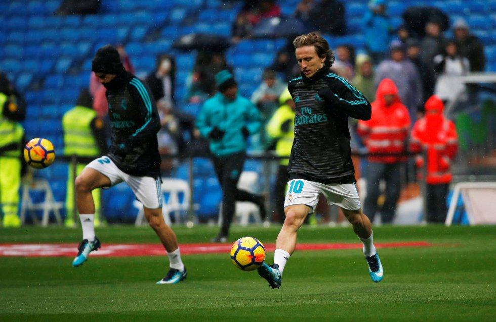 Luka Modric durante el calentamiento minutos antes del partido ante el Villarreal.