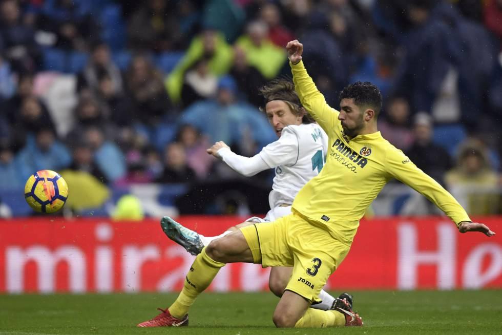Modric y Álvaro González, durante el partido.