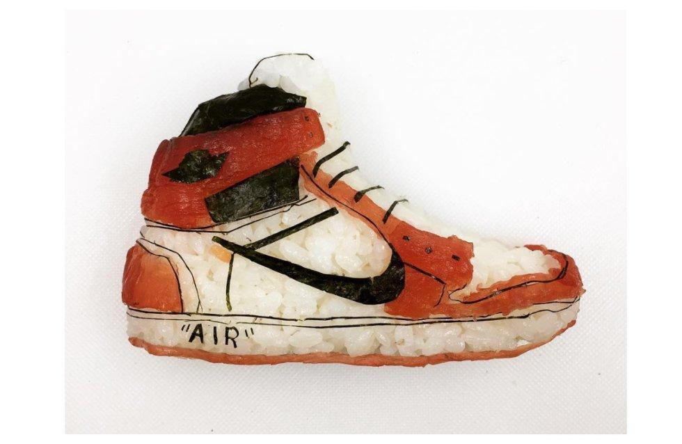 El chef italiano primero se fijó en la cara de los raperos y los jugadores de Baloncesto, y más tarde en los pies. Su primer 'shoe-shi' fue el modelo Nike Air Jordan.