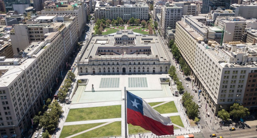 Vista aérea del palacio presidencial, el Palacio de La Moneda, en Santiago, donde la presidenta Michelle Bachelet recibirá al Papa Francisco