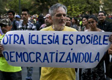 El papa Francisco llega a Chile entre protestas