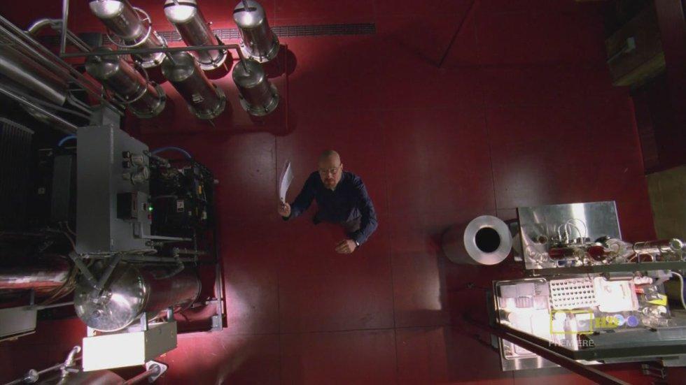 Es uno de los capítulos que divide a los fans de 'Breaking Bad': o lo amas o lo odias. Sí, es el famoso episodio de La mosca, el décimo de la tercera temporada. En realidad, este capítulo embotellado (fuera de la trama de la serie, normalmente en un espacio reducido y con un número acotado de personajes) se incluyó por motivos de presupuesto y producción. Un único set y dos personajes y tienes un episodio rápido de hacer y barato de producir. Walter, Jesse, el laboratorio de metanfetamina y… una mosca con la que hay que acabar.