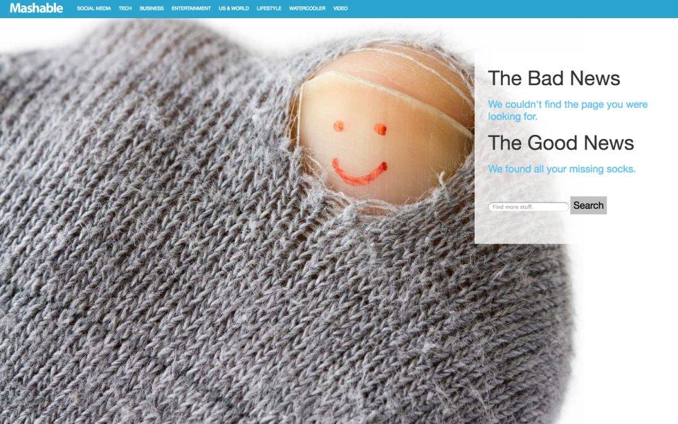"""""""La mala noticia es que no hemos encontrado la página que estabas buscando. La buena noticia es que hemos encontrado todos tus calcetines perdidos"""". Mashable, la web de contenido viral, usa en su página de error un elemento que mantiene ese espíritu de apelar a los sentimientos más comunes entre sus lectores: ¿por qué hueco de la lavadora se están escapando mis calcetines? Como imagen, un dedo feliz que surge del roto del tejido. Suficiente para sonreír y seguir navegando."""