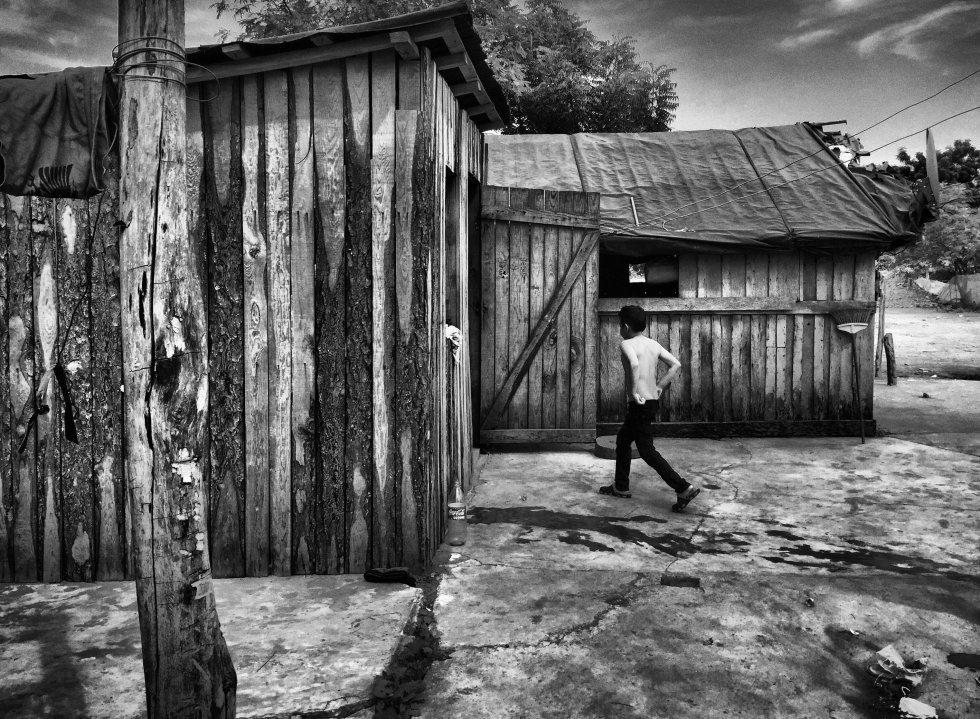 La mayoría de las casas están hechas de madera y carecen de los servicios básicos. Sin embargo, una de las quejas más recurrentes entre los vecinos de Unión es del clima caluroso y húmedo de la zona, ya que ellos provienen de la parte alta del Estado donde hace más frío. Ahora soportan temperaturas de hasta 40 grados en verano.