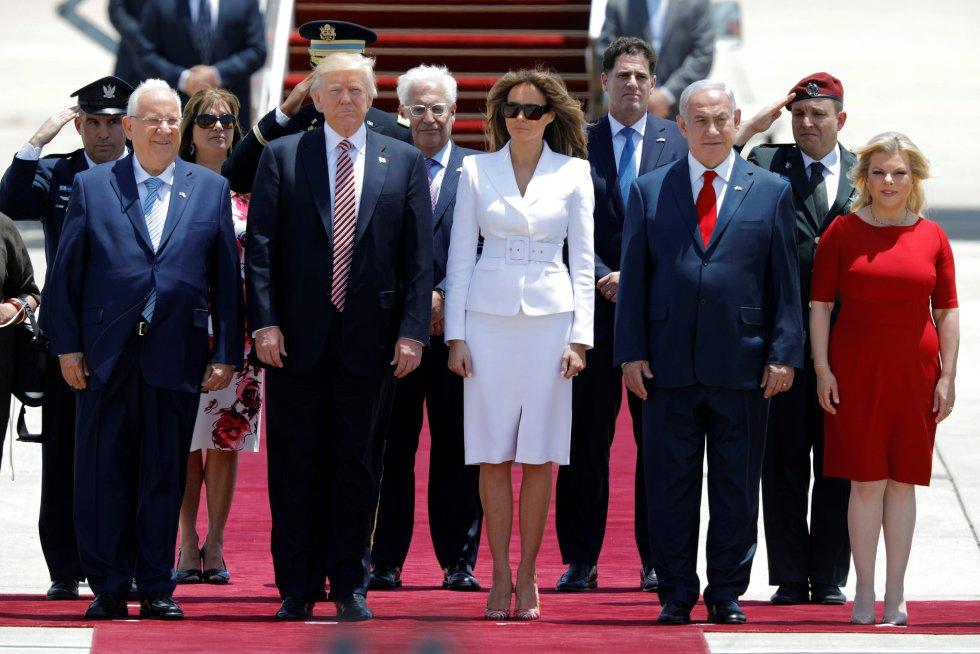 Un gesto similiar al que captaron las cámaras el pasado mayo en Israel, cuando la primera dama de EE UU rechazó la mano de su marido mientras caminaban junto al primer ministro del país, Benjamín Netanyahu y su esposa, Sara.