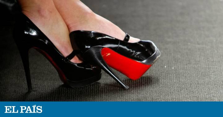 9fac646e6e3 Louboutin pierde la exclusividad de las suelas rojas de sus zapatos ...