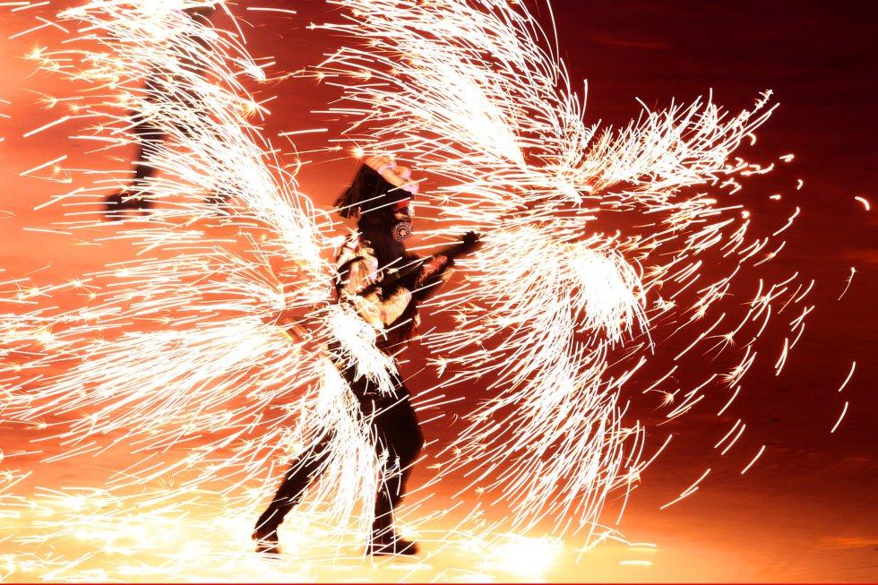 Bailes de fuego durante la ceremonia de inauguración de los Juegos Olímpicos de Invierno 2018 en Pyeongcheng, el 9 de febrero de 2018.