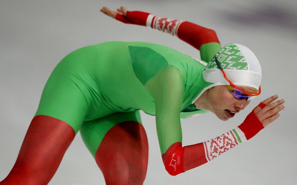 Maryna Zuyeva de Bielorrusia compite en la final femenida de 3.000 m de patinaje de velocidad, el 10 de febrero de 2018.