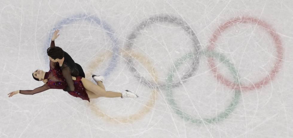 Tessa Virtue e Scott Moir, do Canadá, durante sua apresentação em estilo livre de patinação artística, neste 12 de fevereiro de 2018.